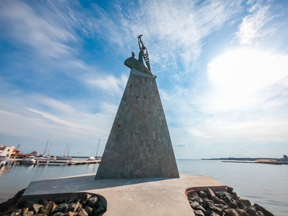 Статуя Рыбака в Несебре 2
