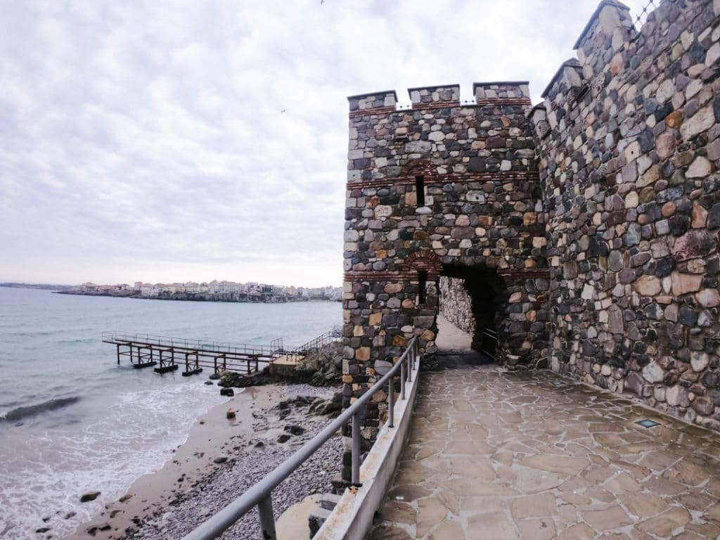 Архитектурно-исторический комплекс - Южная крепостная стена и башня в Созополе 1