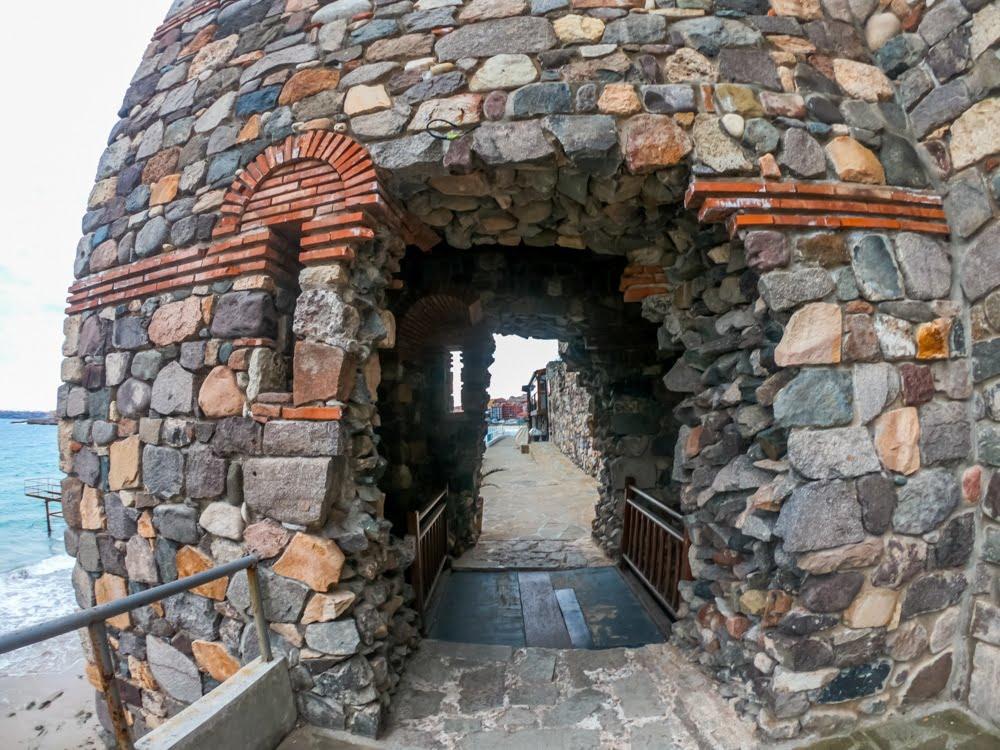 Архитектурно-исторический комплекс - Южная крепостная стена и башня в Созополе 2