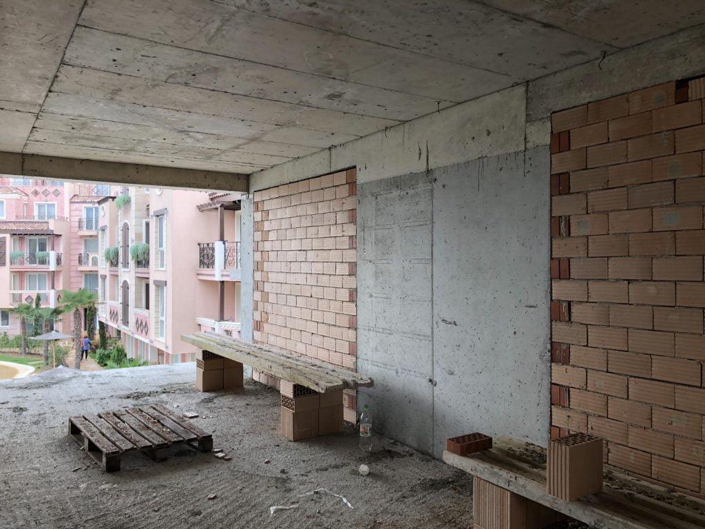 Начало кирпичной кладки в комплексе Святой Иоанн 2, Созополь - Октябрь 2020 2